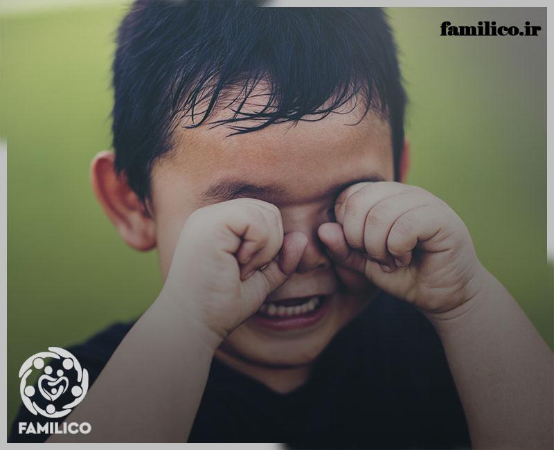 با کودکی که مدام گریه میکند چگونه رفتار کنیم؟